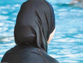 Acque agitate alla piscina Olimpia di via Marzabotto: corsi di nuoto per sole donne, tenuti da sole donne