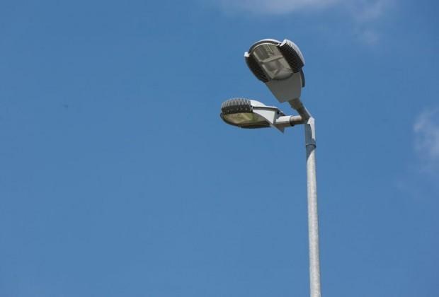 Nuova luce in città: lampioni a led e al sodio  per dimezzare costi ed emissioni