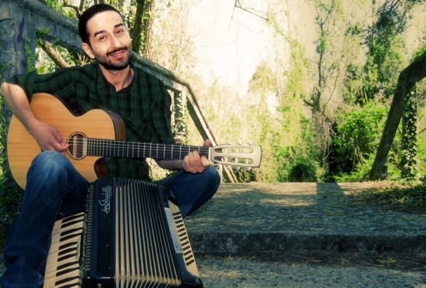 """""""L'amore ci chiede amore"""": il cantautore Michelangelo Giordano in concerto"""