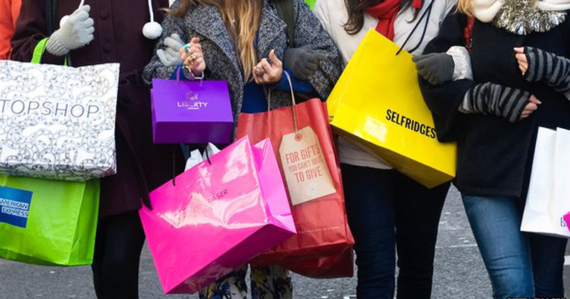 Shopping di Natale, in Lombardia nell'ultimo week end spese da 120 milioni