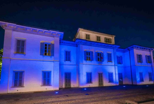 Municipio e acquedotto si tingono di blu: Comune e CAP celebrano la Festa dell'Europa