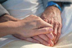 Badanti sicure in famiglia: Family Care sostiene i costi dei test anti Covid