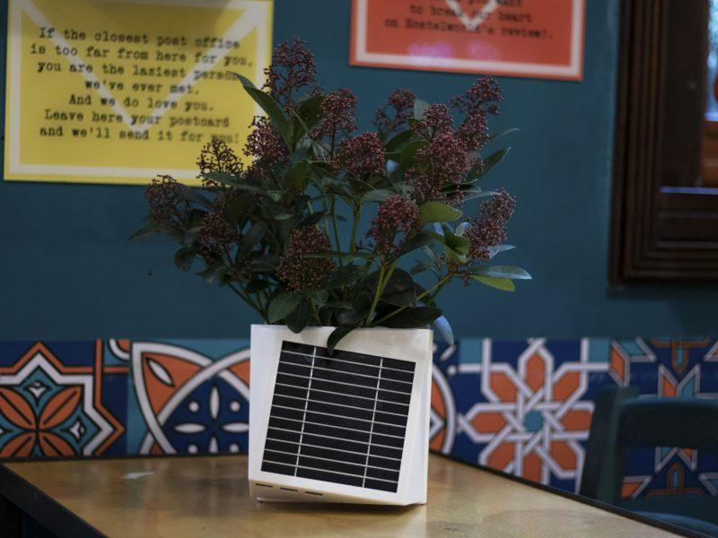 A Milano nasce Arianna, il vaso da balcone per combattere l'inquinamento