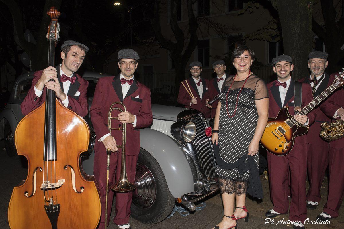 """Grande successo per il tradizionale spettacolo di beneficenza """"Swing and Dance – Musica e Show"""" con la TnB Swing Band."""