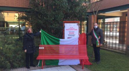 Panchine rosse in città contro la violenza sulle donne