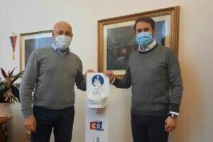 Il Comune di Cinisello Balsamo dona ai commercianti le colonnine per la sanificazione delle mani